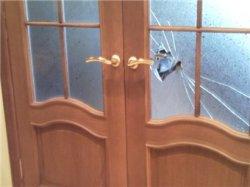 Вставляем стекла в двери