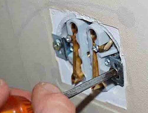 Как установить электрическую розетку
