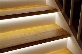Как правильно подсветить лестницу в доме