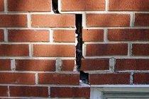 Как надежно устранить трещины в кирпичной стене