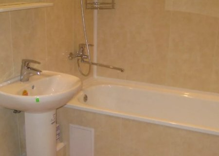 Отделка ванной комнаты панелями из ПВХ: за и против