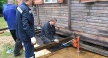 Как приподнять старую постройку из дерева