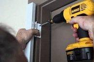 Как правильно и надежно навесить дверь