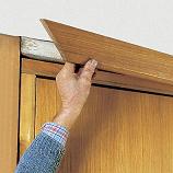 Как правильно крепить наличники на двери