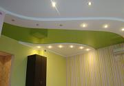 Правила прокладки проводки под натяжным потолком