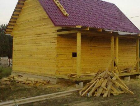 Строительство сруба недорогой бани из бруса