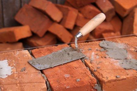 В чем преимущества строительного кирпича?
