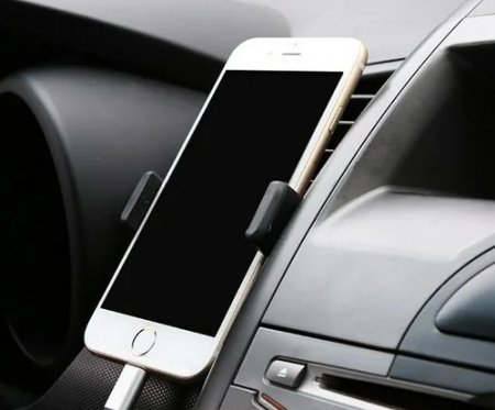 Как удобно закрепить телефон в автомобиле?